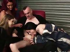 Amateurs , Bimbo, Britanniques, Femme Habillée Et Homme Nu, Domination Féminine, Fétiche , Striptease ,
