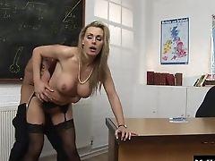 Große Titten, Luchs, Bh, Im Klassenzimmer, Bekleideter Sex, Paar, Faketitten, Hardcore, Unterwäsche, Milf,